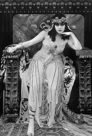 Theda-Bara-as-Cleopatra-1917