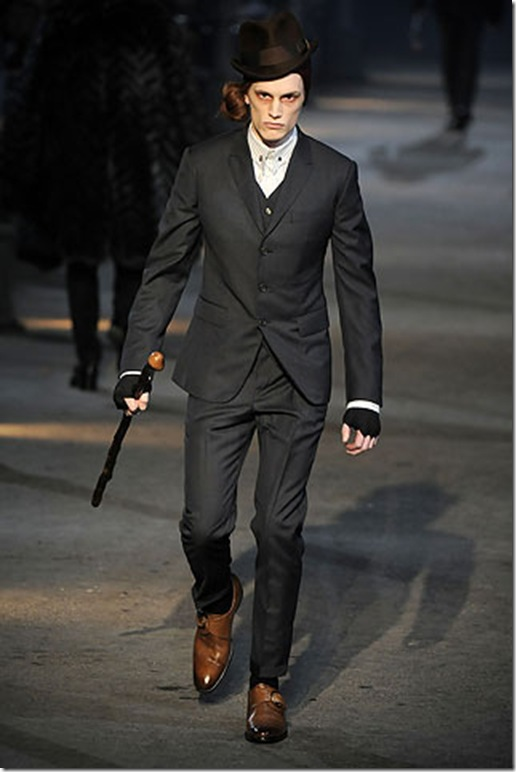 Alexander McQueen Fall Winter 2009 at Milan Fashion Week 1_thumb[1]